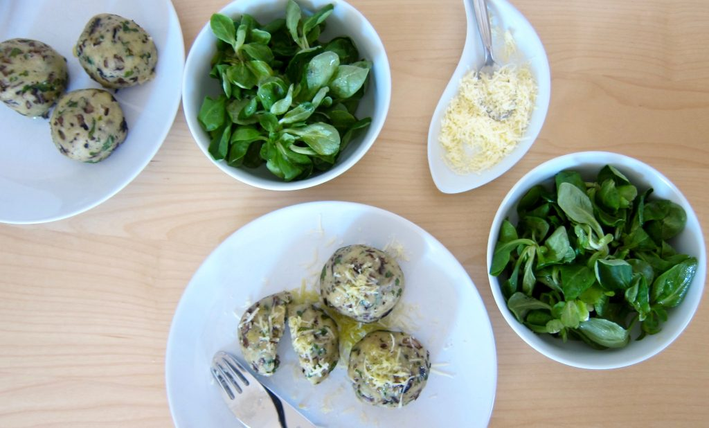 Bio-Mittagspause im Büro: Champignon-Käse-Knödel