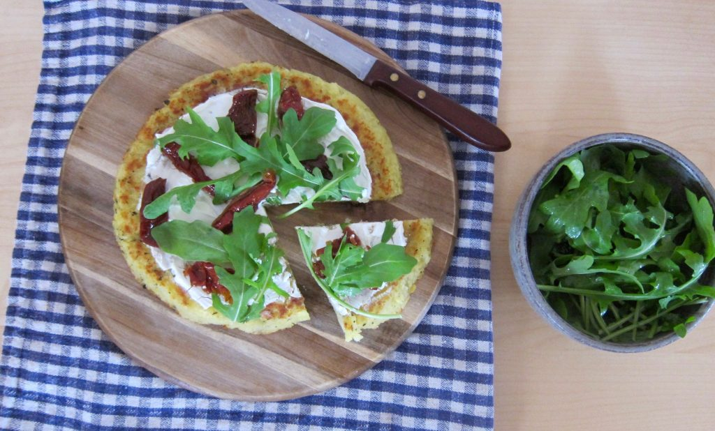 Bio-Mittagspause: Erdäpfel-Pizza mit getrockneten Tomaten und Rucola