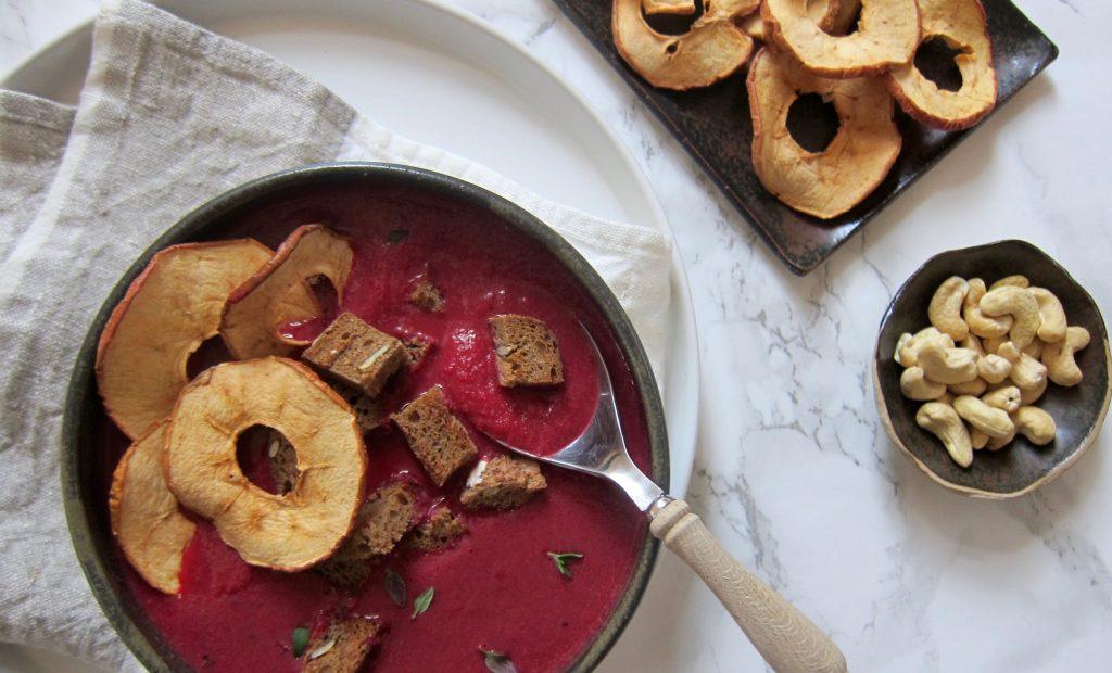 Bio-Mittagspause: Rote Rüben-Apfel-Suppe