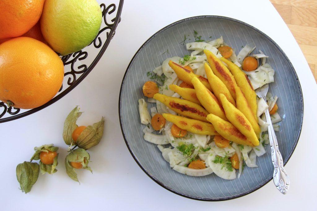 Orangen-Schupfnudeln auf Fenchel-Physalis-Salat